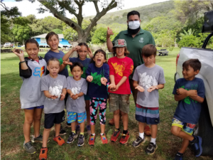 Marshall Joy showing worms to 9 students on Molokai