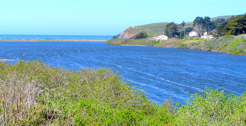 <p><strong>Fig. 3.25.</strong>&nbsp;(<strong>B</strong>) Example of Langmuir currents, Rodeo Lagoon, California</p>
