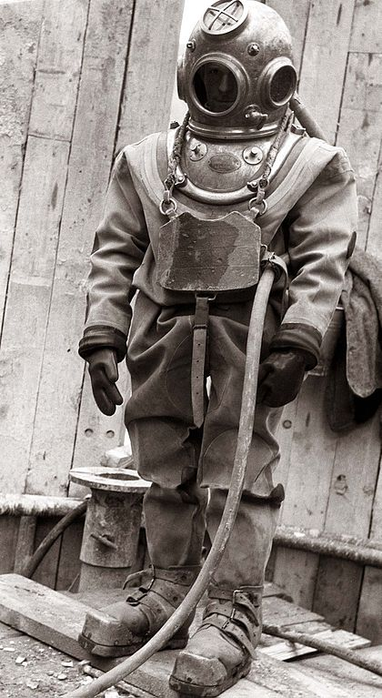 <p><strong>Fig. 9.22.</strong> A hard-hat dive suit used from the late1800s to the 1950s.</p>