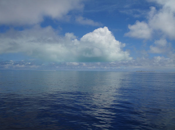 <p><strong>Fig. 8.5.</strong>&nbsp;(<strong>B</strong>) Flat atolls do not have peaks that can be seen from afar. However, navigators can see a reflection of the island in the clouds. This picture is of Kure Atoll, Northwestern Hawaiian Islands.</p>