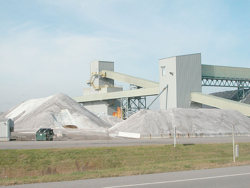 <p><strong>SF Fig. 2.7.</strong> Modern rock salt mine in New York</p>