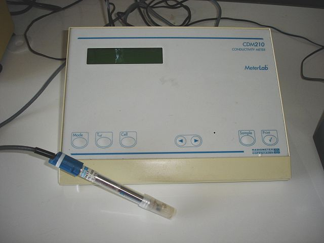 <p><strong>Fig 3.21.</strong> Conductivity meter with probe.&nbsp;</p>