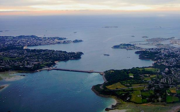 <p><strong>SF Fig. 6.17.</strong> (<strong>A</strong>) Aerial view of the tidal barrage at La Rance Tidal Power Station, Brittany, France</p><br />