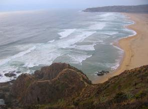 <p><strong>Fig. 5.20.</strong>&nbsp;(<strong>B</strong>) Multiple rip currents along the beach in Tunquen, Chili.</p>