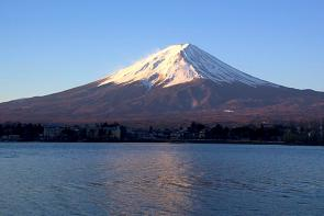 <p><strong>SF Fig. 7.8.</strong>&nbsp;(<strong>C</strong>) Mount Fuji, a volcano in Japan</p><br />