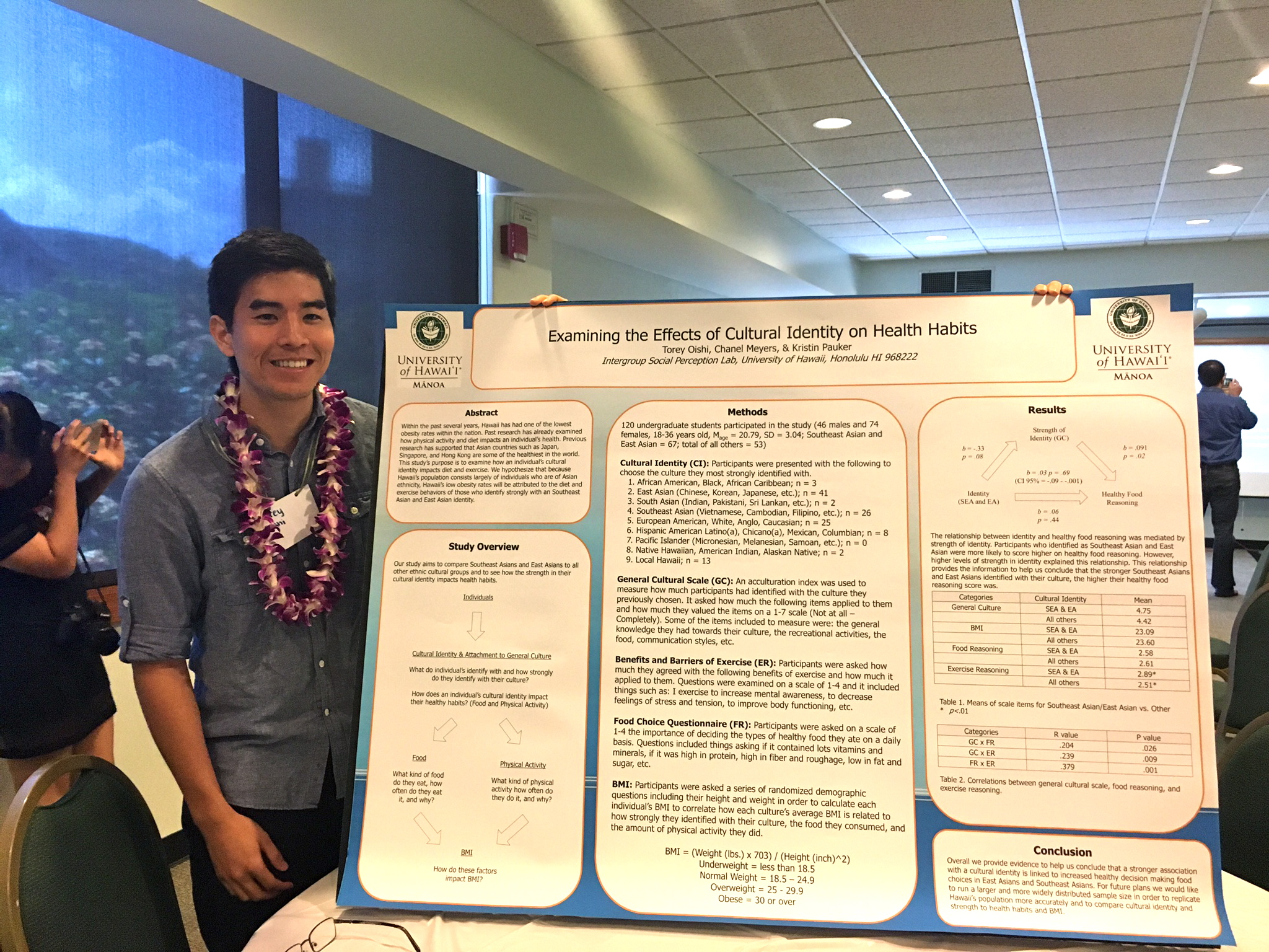 Torey Oishi presenting a poster at the 2016 Psi Chi Conference at UH Manoa.