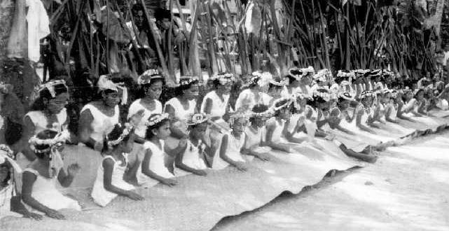 Girls with mats in traditional dance