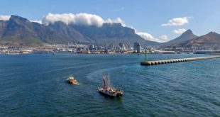 Hōkūleʻa arriving in Cape Town, South Africa on November 12, 2015 (photo courtesy of the Polynesian Voyaging Society and ʻŌiwi TV and Sam Kapoi)