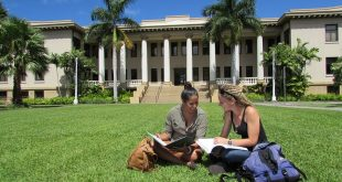 manoa-hawaii-hall-students