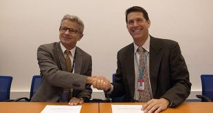 Greg Rzentkowski, left, director of the IAEA Division of Nuclear Installation Safety, and PDC Deputy Executive Director Chris Chiesa signed of a cooperation agreement on August 17 in Vienna. (photo: S. Morita/IAEA)