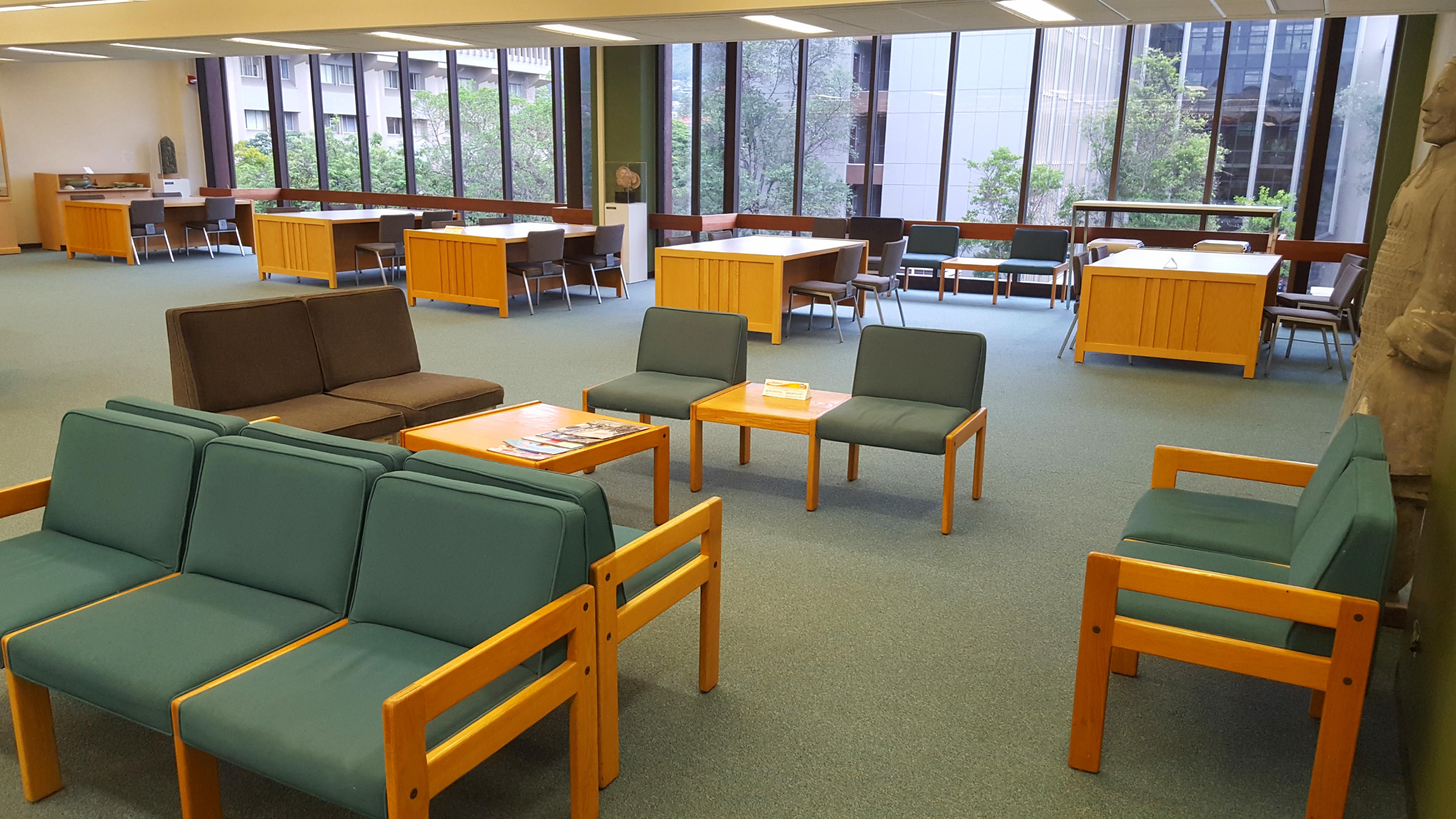 Hamilton Library Fourth Floor Study Space