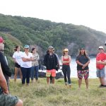 Students surround Dr. Noa Lincoln as heʻs giving a talk outside