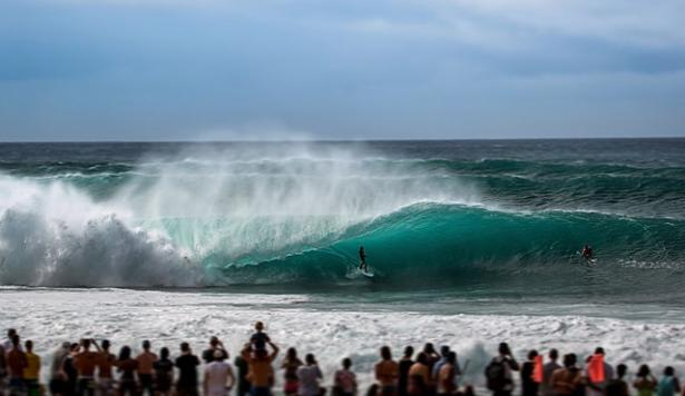 <p>Fig. 6. A surfer catches a wave at the Banzai Pipeline on the North Shore of Oʻahu.</p><br />