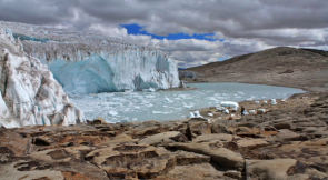<p>Fig. 2b. The Quelccaya Ice Cap glacier in Peru is the second largest glaciated area in the tropics.</p>
