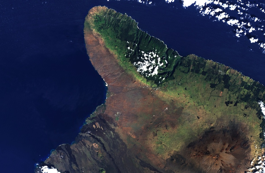 <p><strong>Fig. 3.5.</strong> (<strong>B</strong>) Orographic clouds form over the east facing, or windward, side of the Kohala mountain on the island of Hawaiʻi, leaving the west facing leeward side of the mountain in a rain shadow.</p>