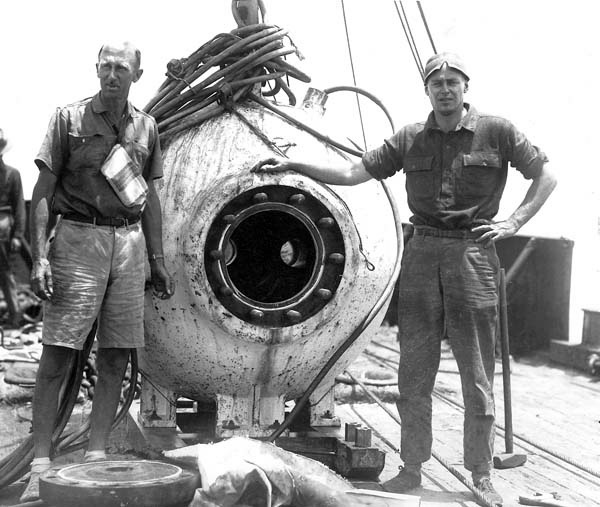 <p><strong>SF Fig. 4.2.</strong> William Beebe and Otis Barton with a deep diving bathysphere</p>