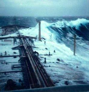 <p><strong>SF Fig. 4.8.</strong> This image was captured aboard the tanker <em>Esso Languedoc</em> in 1980 when the ship was struck by a rogue wave. The mast visible on the starboard side is 25 m above sea level.</p>