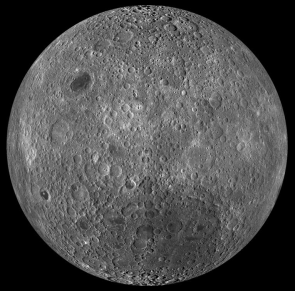 "<p><strong>SF Fig. 6.8.</strong>&nbsp;(<strong>B</strong>) The side of the moon that does not face Earth—""the far side.""</p><br />"