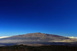 <p><strong>SF Fig. 7.8.</strong> (<strong>B</strong>) Mauna Kea, a volcano on the island of Hawai'i, Hawai'i</p><br />