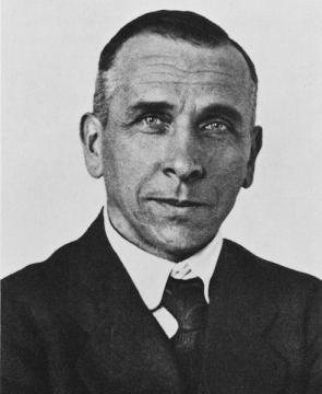 <p><strong>SF Fig. 7.9. </strong>Alfred Wegener first proposed the idea of continental drift.</p>