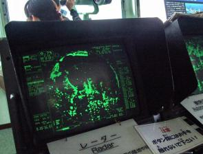 <p>Fig. 8.23. (<strong>D</strong>) A radar screen at a navy submarine base in Yokosuka, Japan is used to navigate a ship.</p><br />