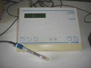 <p><strong>Fig 3.22.</strong> Conductivity meter with probe. </p>