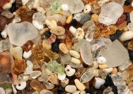 <p>Glass beach on Kaua'i, Hawai'i, US. The width of the view is 20 mm.</p><br />