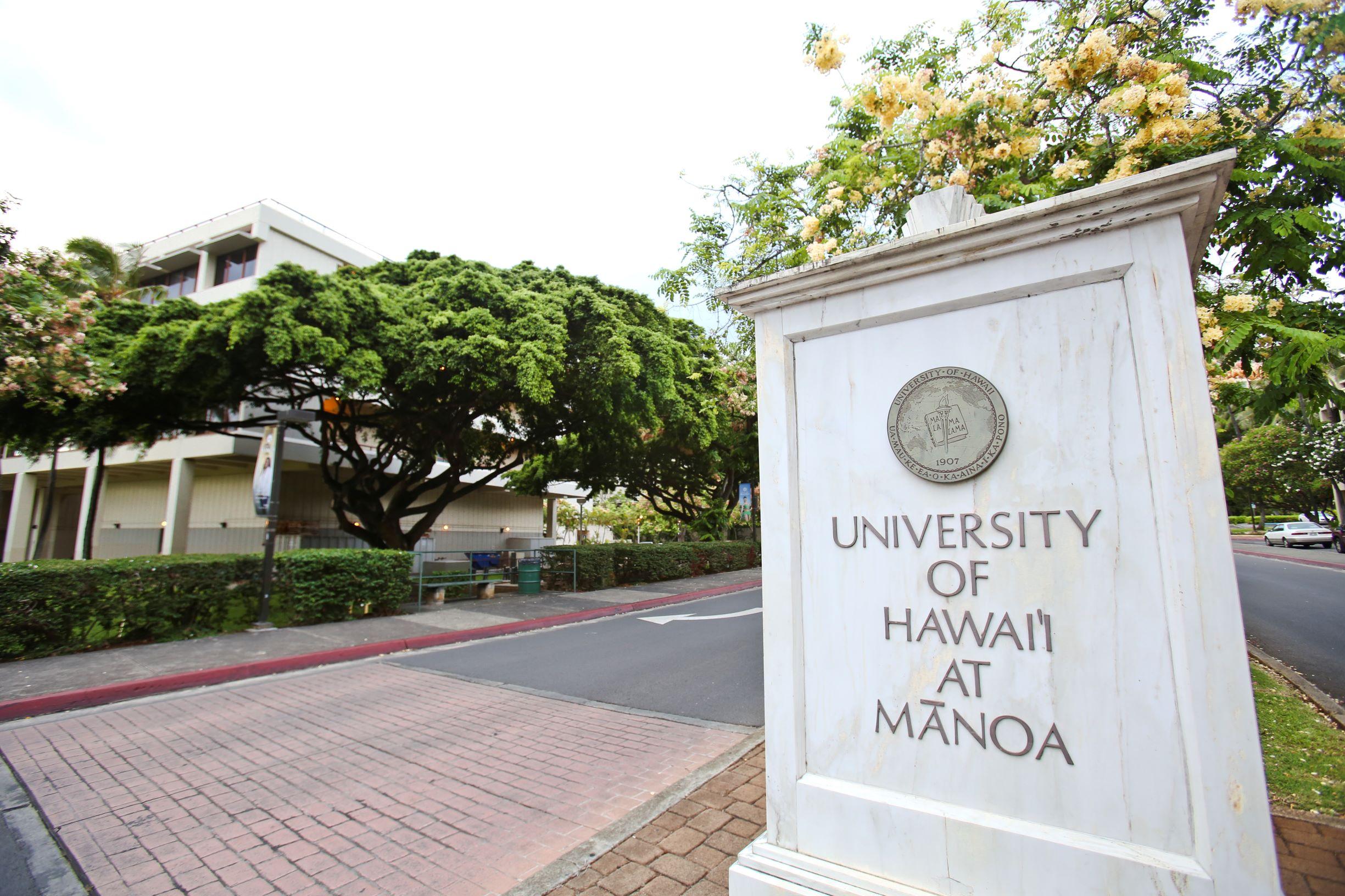UH Manoa Entrance Sign