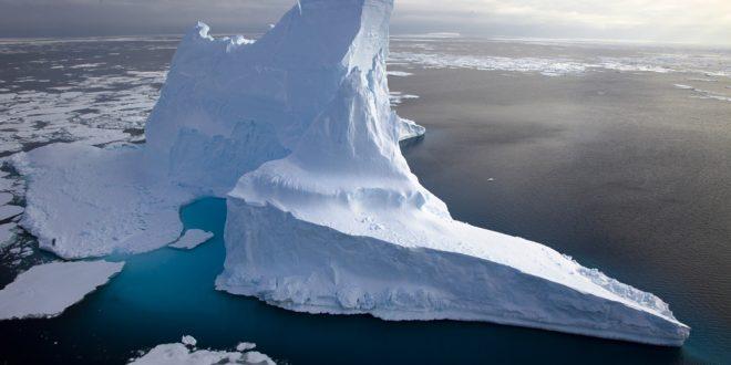 Iceberg in Scotia Sea
