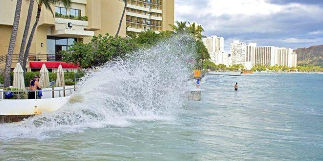 High sea level in Waikīkī. Credit: Hawaiʻi Sea Grant King Tides Project.