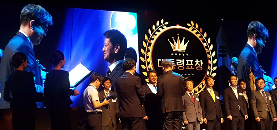Sang-Hyop Lee receives Presidential Commendation Award
