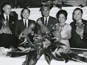 Congressmen and women posing