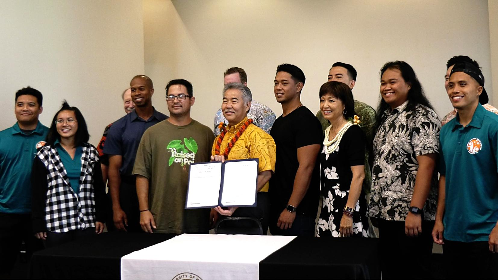 System: New law expands Hawai'i Promise scholarships for UH