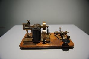 <p>Fig. 3. This telegraph key and sounder, patented in 1901, was a more advanced version of the one designed by Samual Morse in 1844.&nbsp;</p>