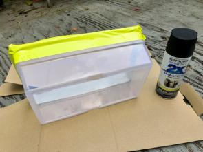 <p>Fig. 4A. If you choose to paint your container, prep it by taping off a top section so you can see the water line.</p>