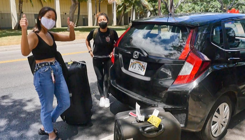 UH students on move-in day